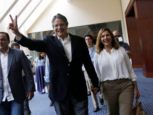 Guillermo Lasso está casado desde hace 36 años con su primera novia, María de Lourdes Alcívar. Foto: Reuters.