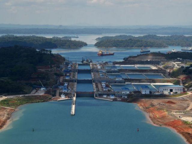 Fue un trabajo complejo: múltiples pleitos financieros, huelgas de obreros, dificultades técnicas y prolongadas negociaciones políticas. La ampliación del Canal de Panamá, una megaobra aprobada por los panameños en 2006, comenzó trabajos en 2007 con un presupuesto de US$5.250 millones.