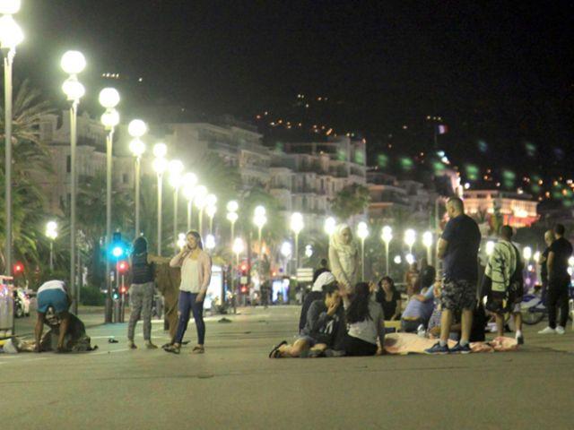 amión embiste a multitud y deja al menos 73 muertos en Niza, Francia