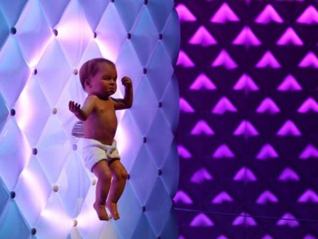 LONDRES.- Un robot llamado 'Animatronic baby' fue parte de la exhibición en el Museo de Ciencias de Londres el pasado 7 de febrero. Foto: AFP