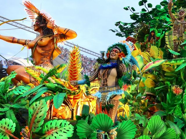 RÍO DE JANEIRO, Brasil.- Bailarines de la escuela de samba Beija-Flor. Foto: Reuters.