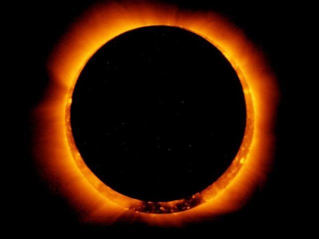 El anillo de fuego de la Luna // Fase a Luna nueva // 2017