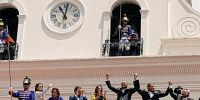 Presidente Correa, Lenín Moreno y Jorge Glas saludaron a quienes presenciaron el cambio de guardia en Quito. Foto: TW de Presidencia