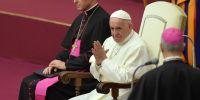 """""""Las personas con este tipo de tendencia profundamente arraigada no deben ser aceptadas en el ministerio o la vida religiosa"""", dijo el pontífice. Foto: AFP"""