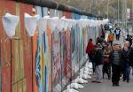 Miles de personas visitan el muro. Foto: REUTERS
