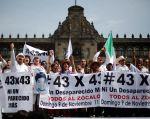 Los asistentes a la marcha ''43x43. Ni un desaparecido más'' exigieron más información sobre el caso y rechazaron la violencia. Foto: REUTERS/Tomás Bravo