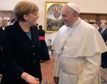Francisco y la canciller alemana Angela Merkel se reunieron en el Vaticano y abordaron la situación en Ucrania. Foto: REUTERS