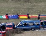 Banderas de varios países se mostraron en una ceremonia para rendir homenaje a las víctimas de la tragedia del AS320 de Germanwings. Foto: REUTERS
