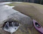 El lago tiene un diámetro aproximado de dos metros. Foto: The Bulletin.