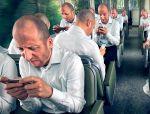 El uso excesivo del smartphone puede causar daños en el cuello y en las manos.