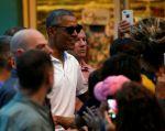 Obama pasea en Hawái. Foto: REUTERS.
