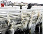 Un muelle cubierto de hielo en Sopot, Polonia. Foto: REUTERS.