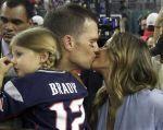 El beso entre Brady Bundchen, luego del Super Bowl, recorrió el mundo. Foto: Agencias