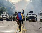 Un joven de 23 años murió la noche del sábado tras ser herido de bala en una protesta contra el presidente venezolano, Nicolás Maduro. Foto: AFP