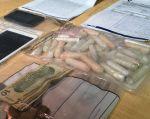 GUAYAQUIL, Ecuador.- La Policía informó quese decomisó además 80 cápsulas de droga, armas y dinero en 9 viviendas. Foto: Fernando Terranova / Ecuavisa