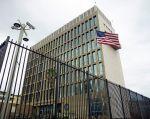 Vista exterior de la embajada estadounidense en La Habana. | Foto: Reuters.