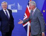 Los negociadores del 'brexit', David Davis y Michel Barnier. Foto: Reuters
