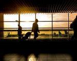 Las autoridades aeronáuticas de EE.UU. han recomendado a los pasajeros llevar la menor cantidad de dispositivos electrónicos. Foto: Referencial