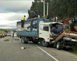 En ambos casos los conductores de los camiones fugaron del lugar del accidente. Foto: Twitter CUPS Fire