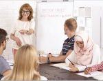 Investigadores de educación sostienen que las aplicaciones para aprender idiomas son complementarias, pero no reemplazan la importancia de la comunicación que se da en la enseñanza. Foto: Vistazo