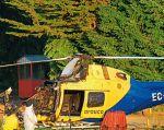 A dos helicópteros les prendieron fuego y un tercero resultó con daños en la cabina. Foto: Twitter