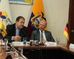 El ministro del Ambiente, Tarsicio Granizo, junto al embajador alemán en Ecuador, Joachim Ernst Von Marschall. Foto: Min. Ambiente