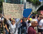 """En Miami, los manifestantes gritaban """"¡fuera!"""". Foto: AFP"""