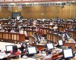 Como causal de destitución de un asambleísta, se determina la recepción de derechos, cuotas o contribuciones.