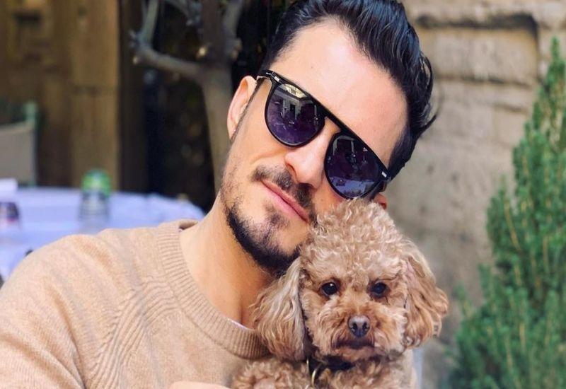 Para tener al pequeño Mighty siempre presente, Orlando se tatuó en la parte izquierda del pecho un corazón con el nombre de su perrito.