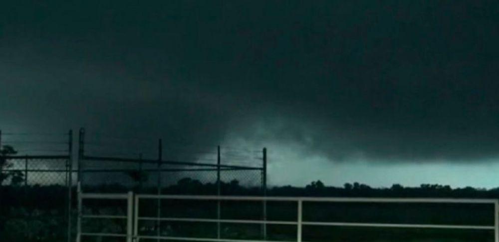El Servicio Meteorológico Nacional confirmó que pasaron por la zona tres tornados. Foto tomada de debate.com.mx