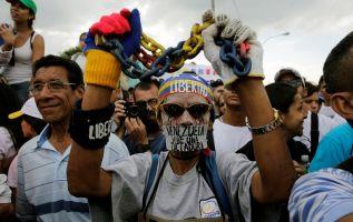 Pese a gestiones del Vaticano para tratar de establecer diálogo entre el régimen y la oposición, la conflictividad política aumentó. Foto: REUTERS.