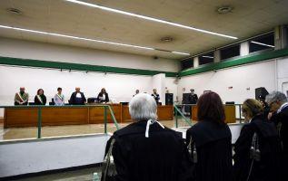 Los jueces de la Tercera Corte de Roma decidieron absolver a otros 18 acusados, lo que generó decepción y cólera entre familiares de las víctimas y autoridades que asistieron. Foto: AFP.