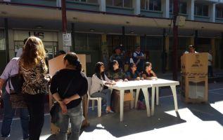 La actividad se realizó de manera simultánea en las 24 provincias del país y permitió al organismo electoral poner a prueba 1.382 recintos. Foto: Archivo