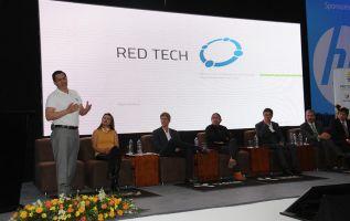 """En la firma del convenio con Yachay, Red Tech aseguró que """"va a trabajar directamente y compartir tecnología con Tesla"""". Foto: Flickr de Yachay"""