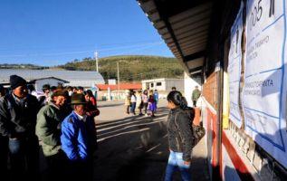 Entre las poblaciones indígenas, como en Cangahua, los votantes se inclinaron por Lasso. Foto: AFP
