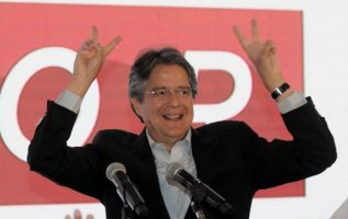 El candidato por CREO-SUMA resaltó que es definitiva la segunda vuelta electoral. Foto: AFP.