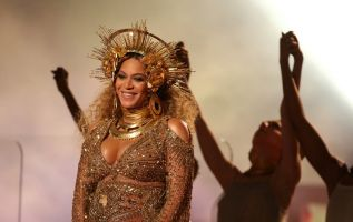 La cantante estadounidense, casada con el rapero Jay-Z, anunció a comienzos de febrero que estaba embarazada de gemelos. Foto: REUTERS.