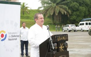 El Ministro Patiño destacó que 47 mil militares ayudaron a resguardar las urnas el pasado domingo. Foto: Flickr de M. Defensa