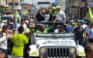 En su recorrido, Moreno estuvo acompañado por el candidato a asambleísta nacional, José Serrano, quien también es el más votado de su movimiento político.