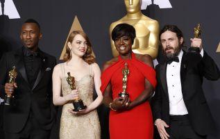 """""""Moonlight"""" ganó el Óscar a mejor película de la 89 edición de los premios de la Academia de Hollywood en una gala en la que """"La La Land"""" se llevó seis. Foto: Reuters"""