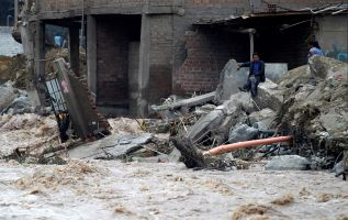Perú.- Los temporales han dejado 14.301 viviendas colapsadas, 14.668 inhabitables y 164.386 afectadas.  Foto: Reuters
