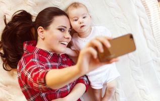 De acuerdo a cifras del 2015 del INEC respecto a las madres y el uso de las TICs, 2 de cada 10 usan smartphones | Foto tomada de: Biendateao.com
