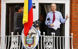 """""""Ecuador cumplió con su deber, le dimos asilo soberano, y finalmente la justicia sueca ha archivado el caso y no ha presentado cargos contra Assange"""", expresó Correa. Foto: Archivo-referencial"""