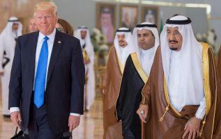El primer viaje de Donald Trump al extranjero comenzó el sábado con una cálida acogida en Arabia Saudí y el anuncio de la Casa Blanca de un importante contrato de venta de armas. Foto: Reuters
