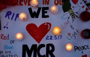 Un mensaje colocado para las víctimas de este atentado, en la Manchester Arena. | Foto: Reuters.