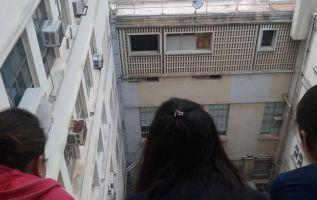 Del sexto piso del hospital Universitario del Valle (HUV) cayó la estudiante de Enfermería sobre una médica. | Foto: El Tiempo (Colombia).