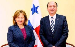 El Fiscal ecuatoriano Carlos Baca Mancheno se reunió con la procuradora panameña Kenia Porcell. Foto: TW de Fiscalía