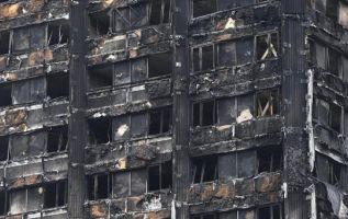 El incendio en el edificio de apartamento de Londres dejó al menos 79 desaparecidos, considerados por muertos. Foto: EFE