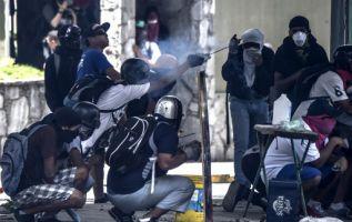 En zonas de Caracas y otras ciudades, los comercios cerraron, el transporte público no funcionó y las calles lucían desoladas. Foto: AFP