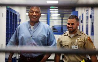 """""""¡Gracias, gracias!"""", dijo Simpson, de 70 años, con una sonrisa emotiva al conocer la decisión. Foto: Reuters"""